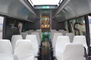 Illustrasjon russebuss innside