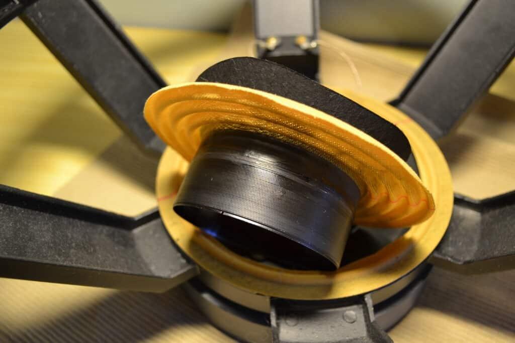 reparasjon av høyttaler brent talespole